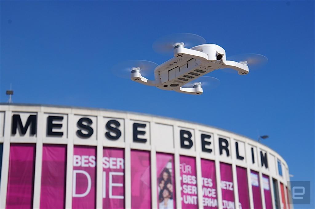 """""""Dobbie"""" kieszonkowy dron."""